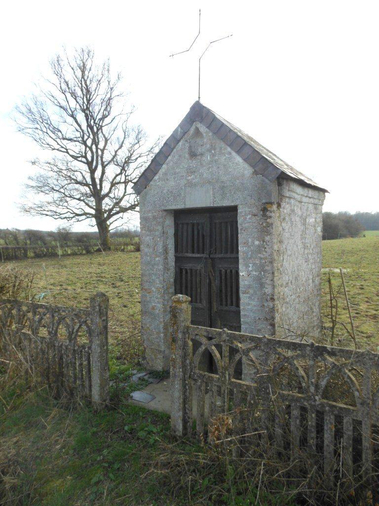 Chapelle dédiée à la Vierge rue du Bout la Haut