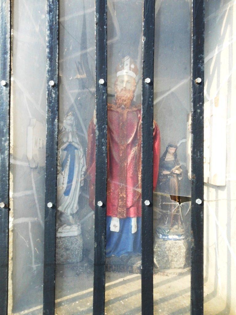 Contient un ex-voto dédié à St Joseph