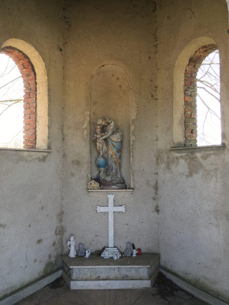 Intérieur de la chapelle N.D de l'Enfant Jésus