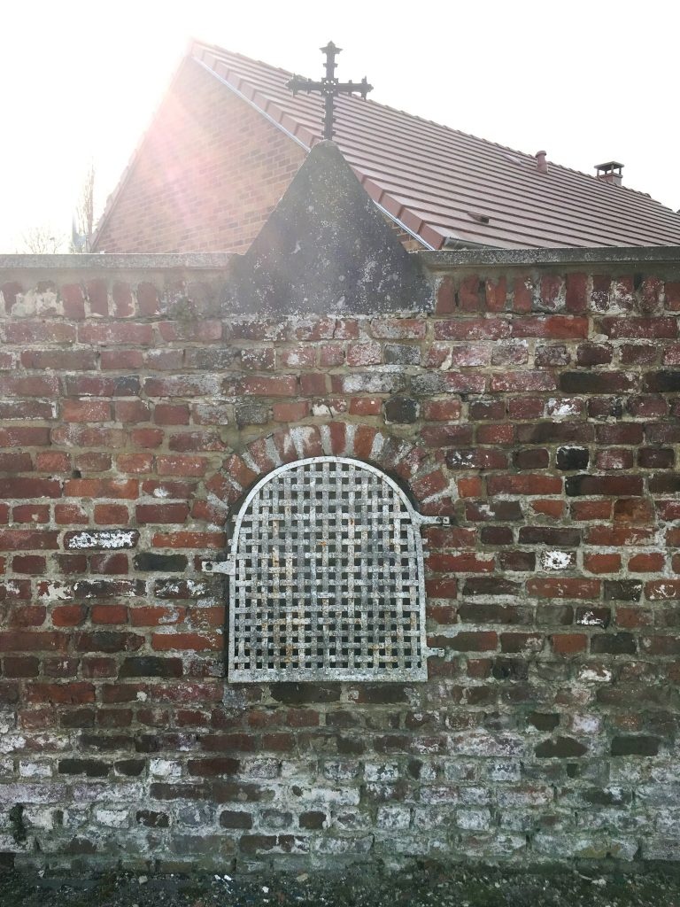 Oratoire intégré dans un mur