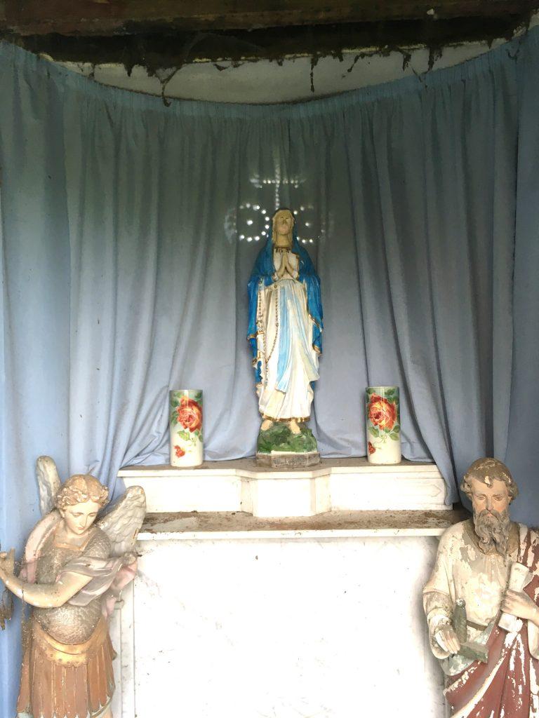 Intérieur de la chapelle N.D de Lourdes