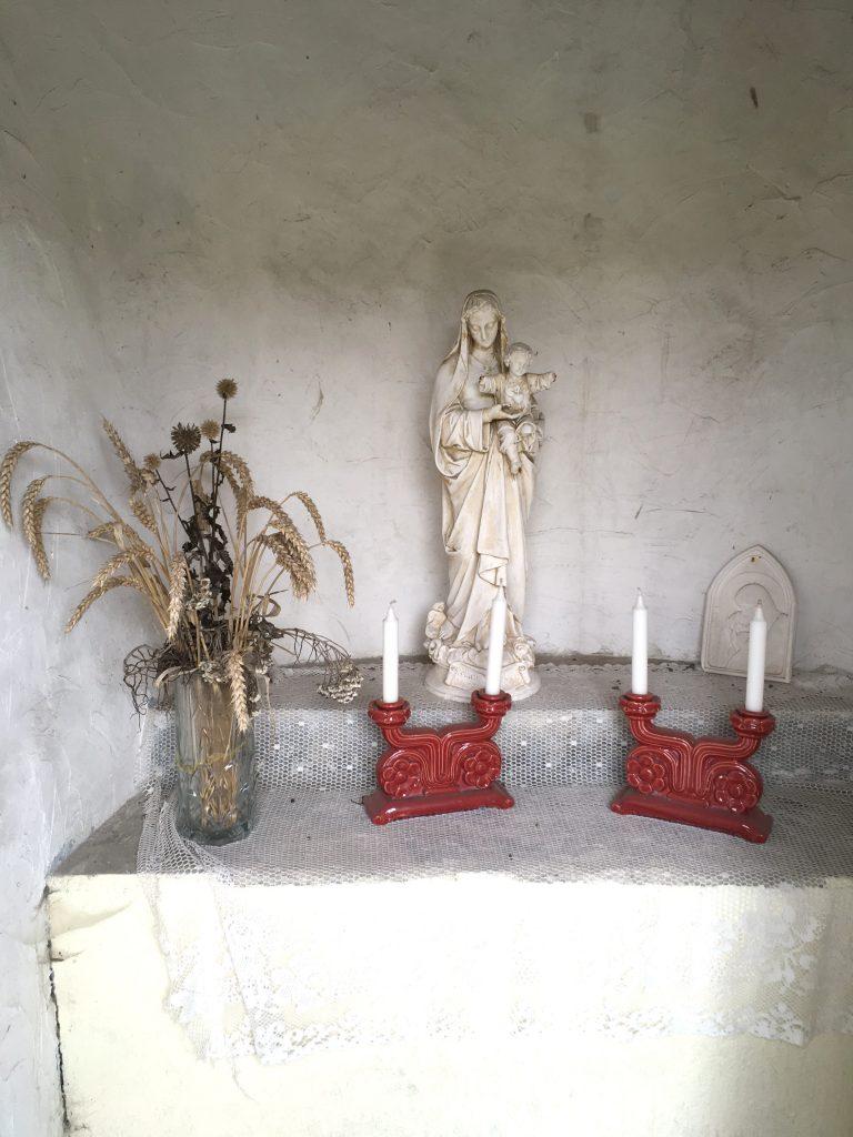 Intérieur de la chapelle Route de Solesmes / Rue du Paradis