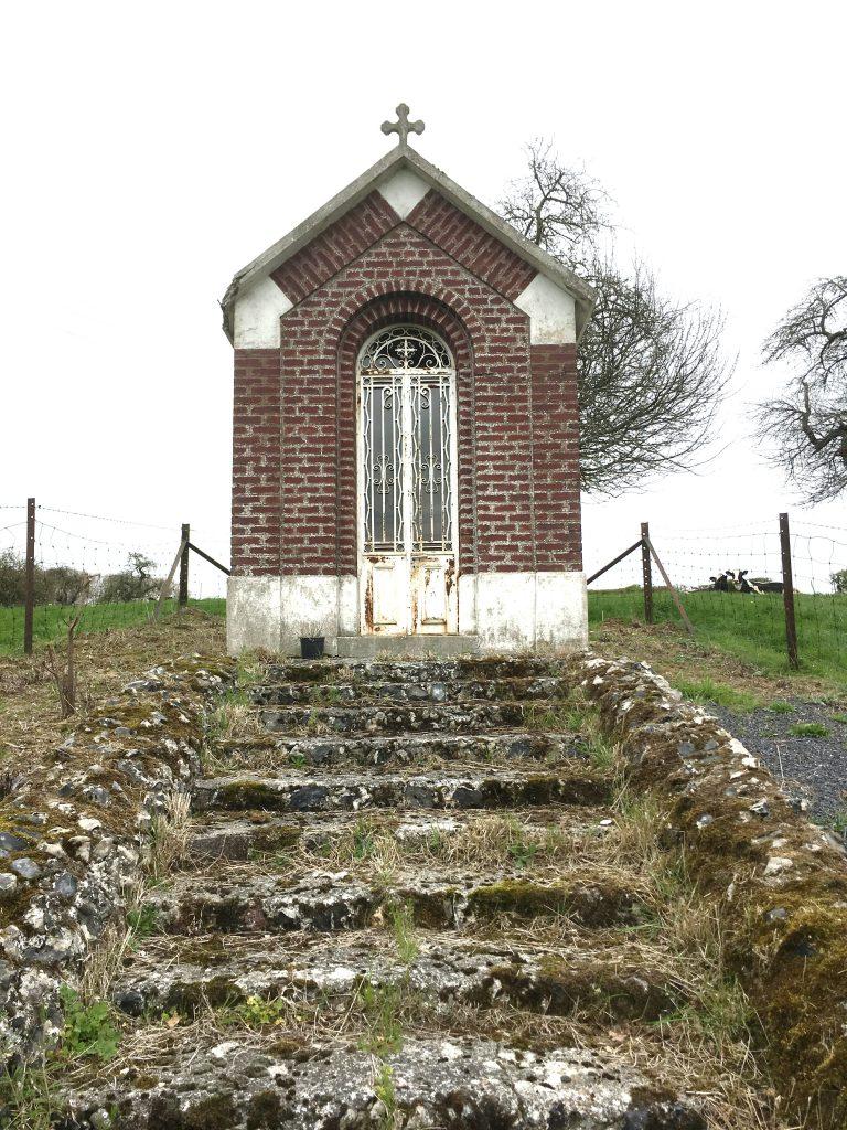 Chapelle près de la route Le Maisnil au hameau de Pont à Pierres