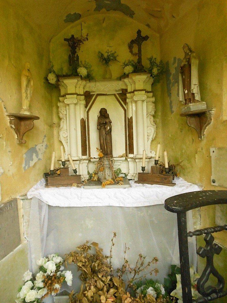 Intérieur de la chapelle N.D des Bois