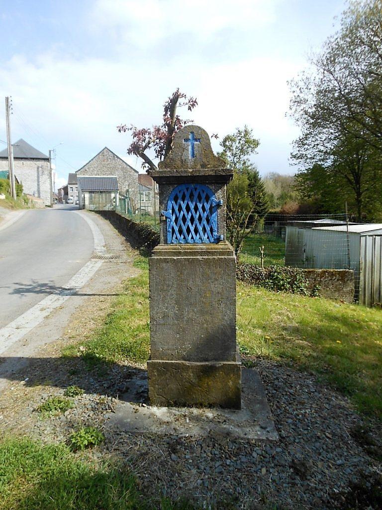 oratoire dédié à la Vierge rue de Landignies