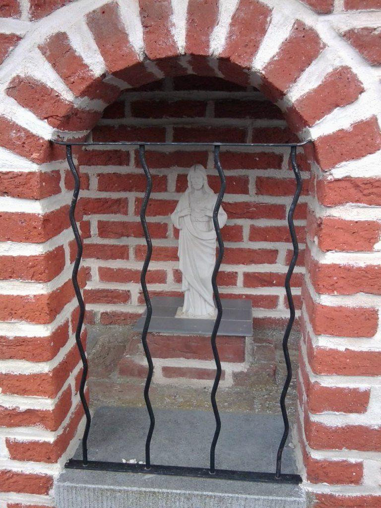 Niche chapelle rue de Boussières