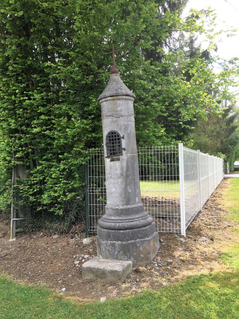 Oratoire des 4 Saints Couronnés (1822) Route de Cartignies.