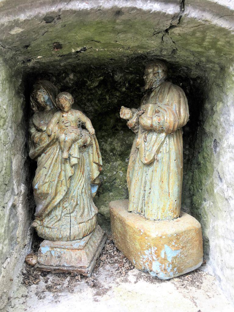Niche de l'oratoire St Pierre , N.D de Foi et Ste Face.