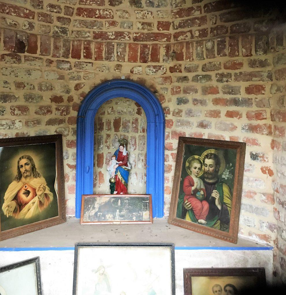 Intérieur de la chapelle de la Croix Rouge