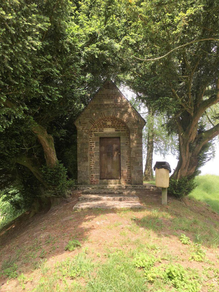 La Chapelle Sainte-Croix (1714) dédiée à Sainte-Philomène. rue de Valenciennes.