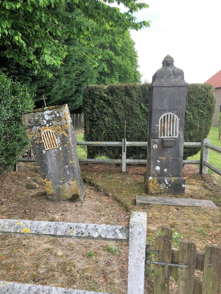 Oratoires ste Anne (à gauche) et oratoire Jésus et N.D (à droiteà)
