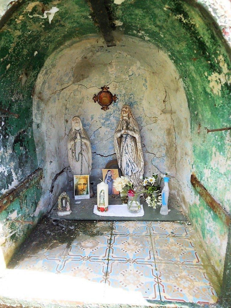 Intérieur de l'oratoire N.D de Lourdes