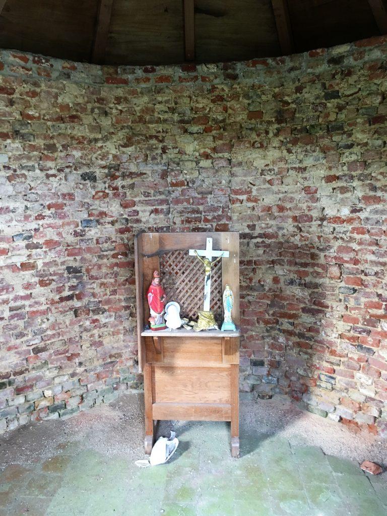 Intérieur de la chapelle à la sortie d'Hachette