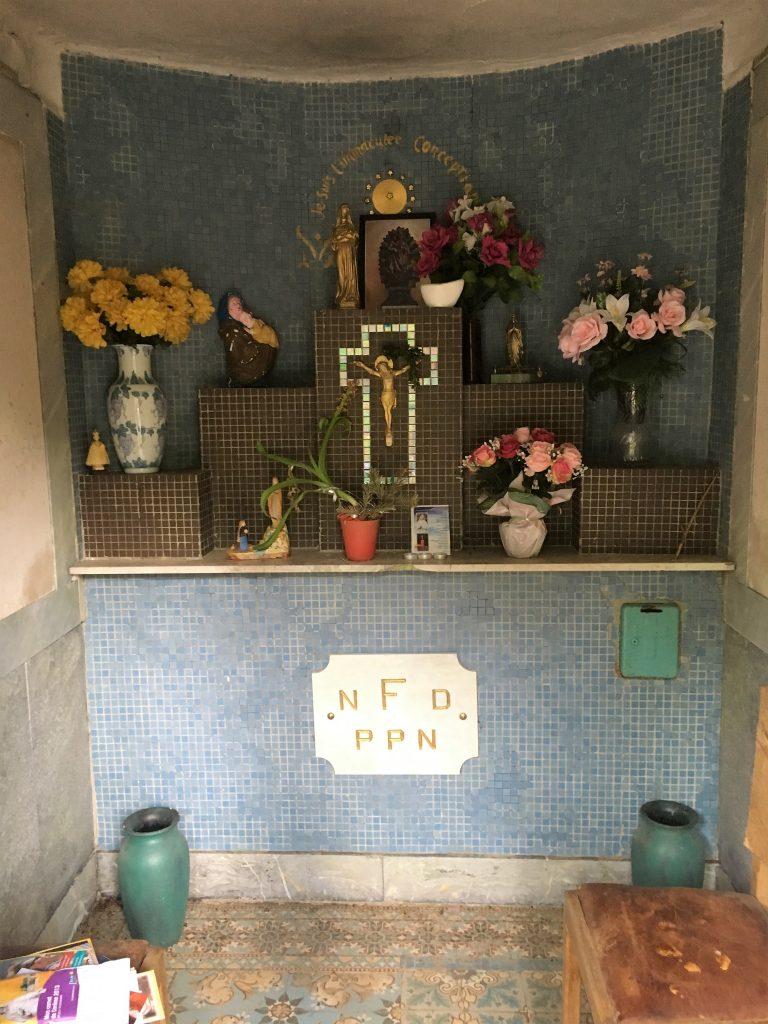 Intérieur de la chapelle N.D de la Flaquette