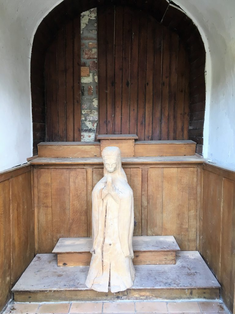 Intérieur de la chapelle route du Quesnoy.