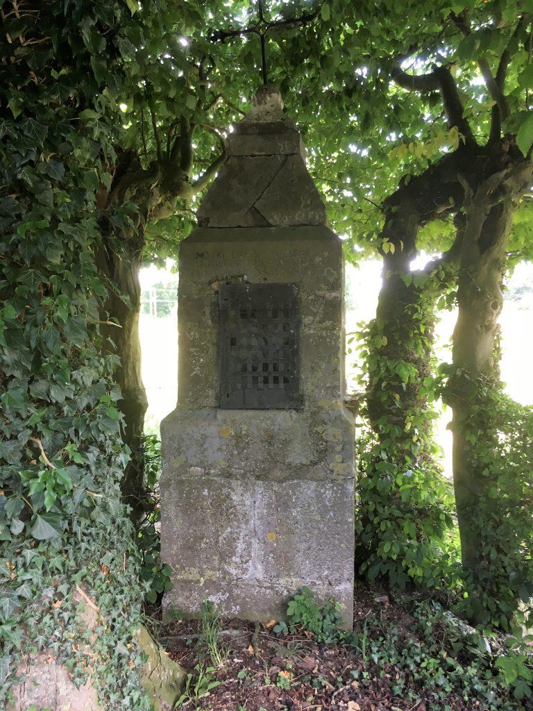 Oratoire N.D des Sept Douleurs (1821). Rue du cimetière