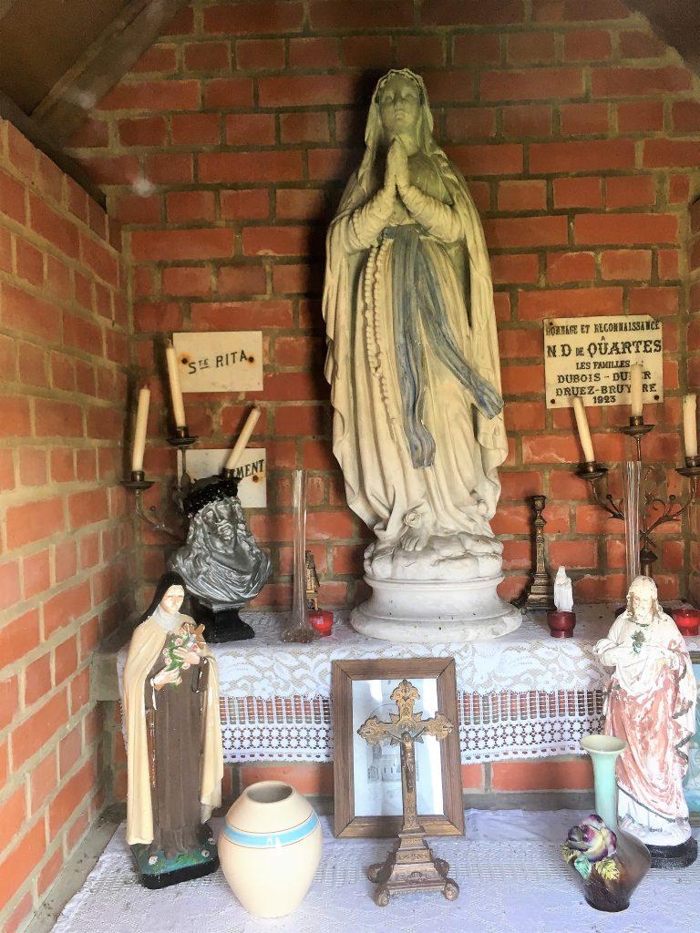 Intérieur de la chapelle. Route de Valenciennes / Haute Rue
