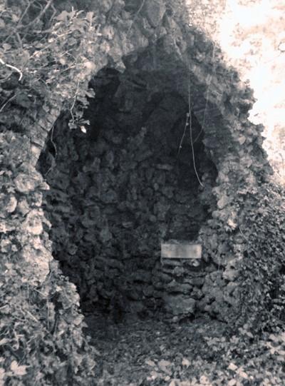 Chapelle grotte près d'une carrière