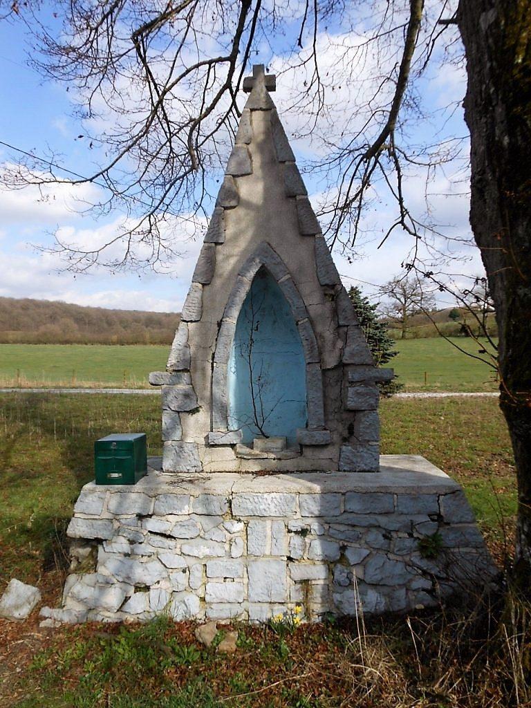 Oratoire dédié à la Vierge , près du Château Voyaux