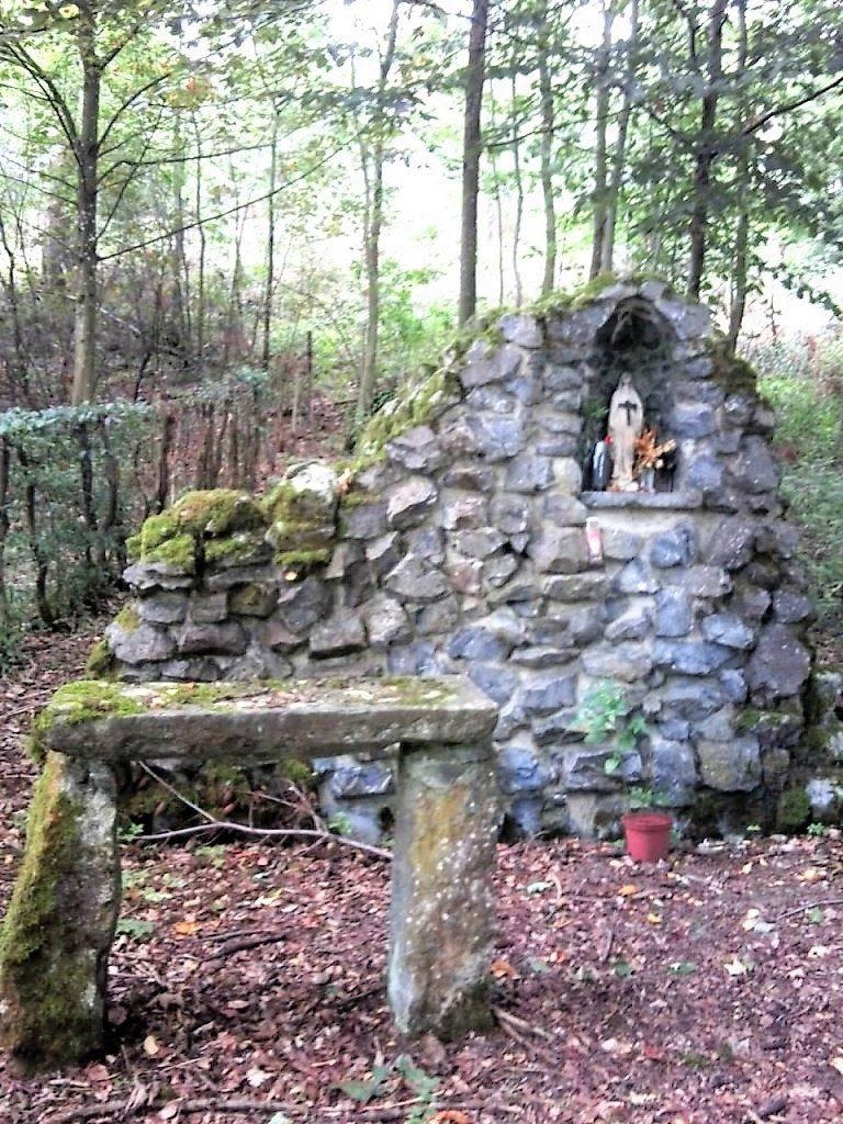 Chapelle Grotte dédiée à la Vierge