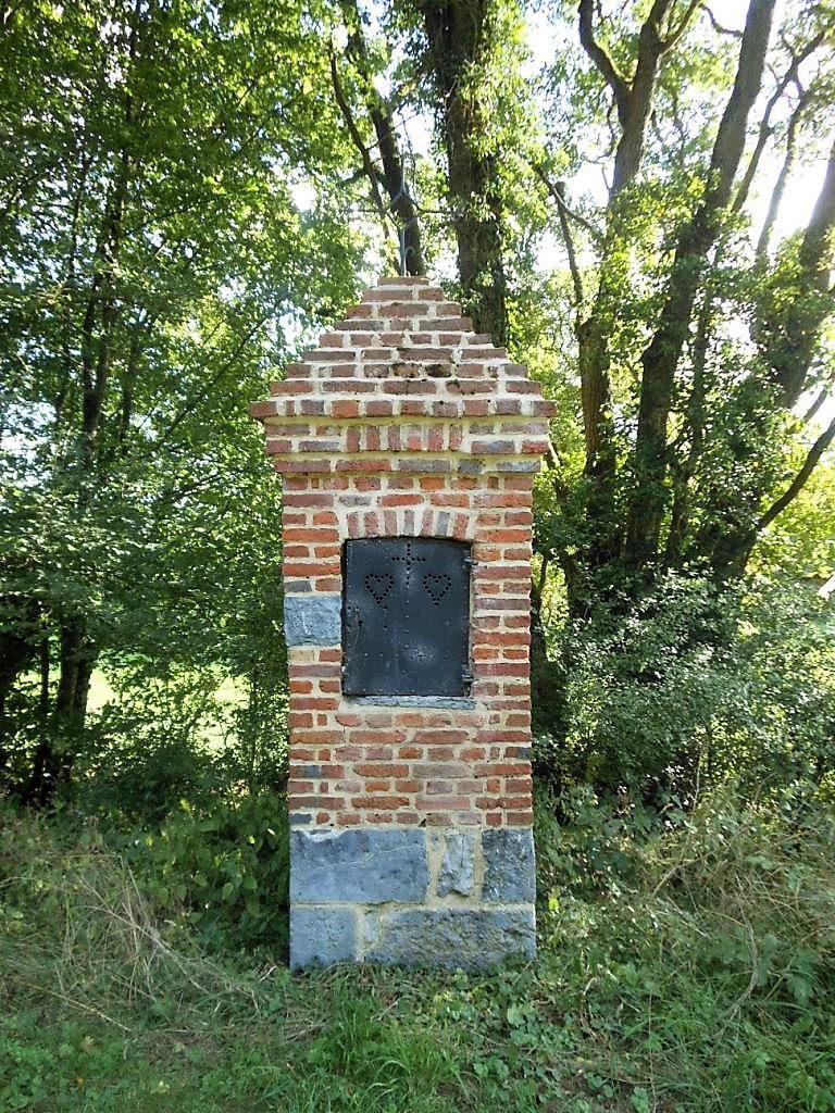 Oratoire N.D de Walcourt. route de Moustier
