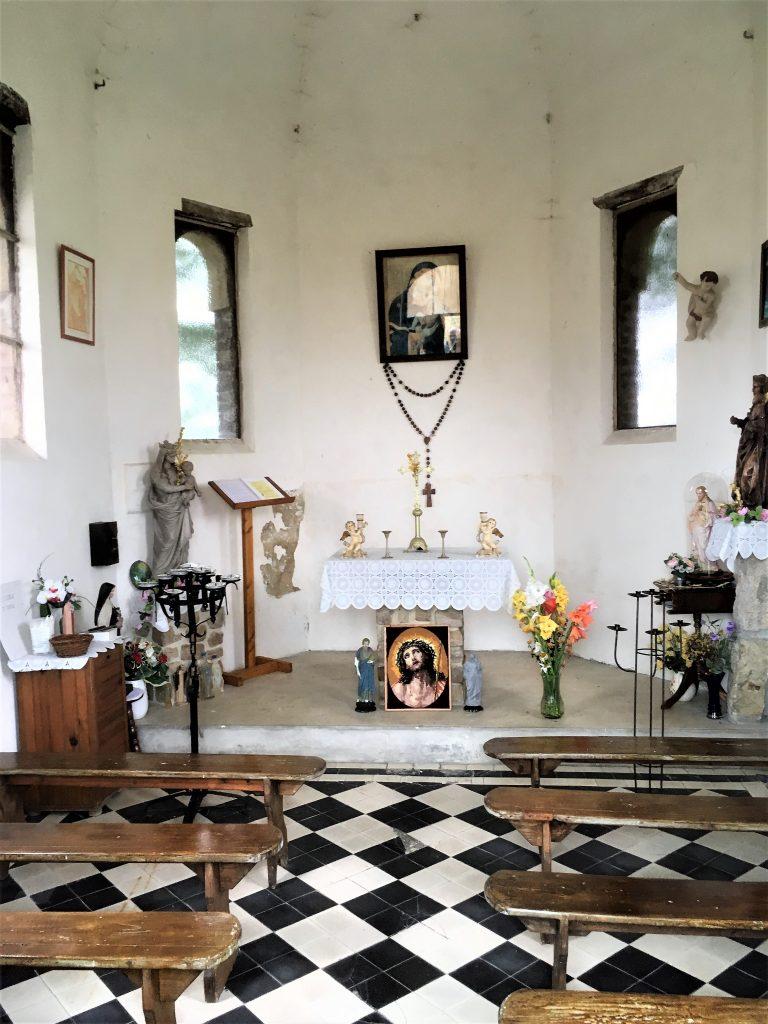 Intérieur de la chapelle N.D de Grâce.