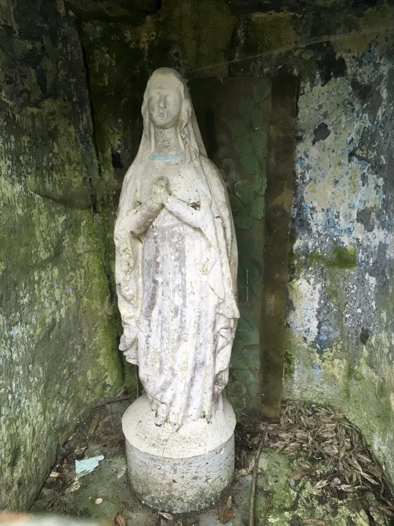 Statue de l'oratoire St Jacques et N.D de Bon Rencontre.