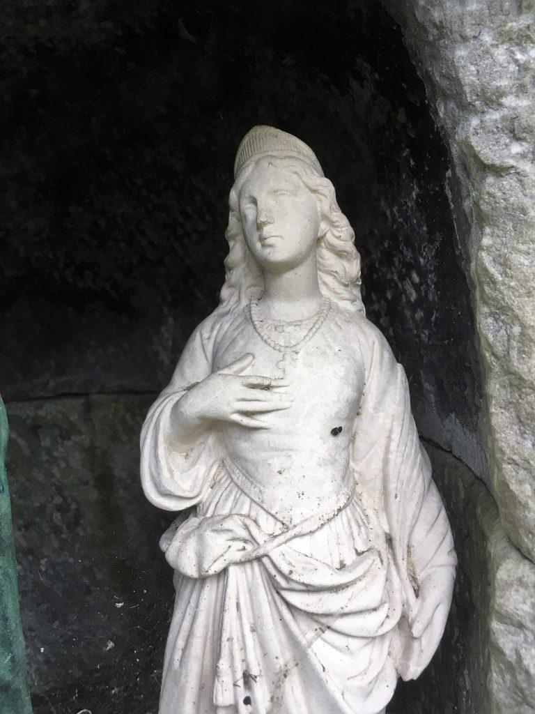 Autre statue dans la niche de l'oratoire N.D de Bon Secours et Ste Barbe.
