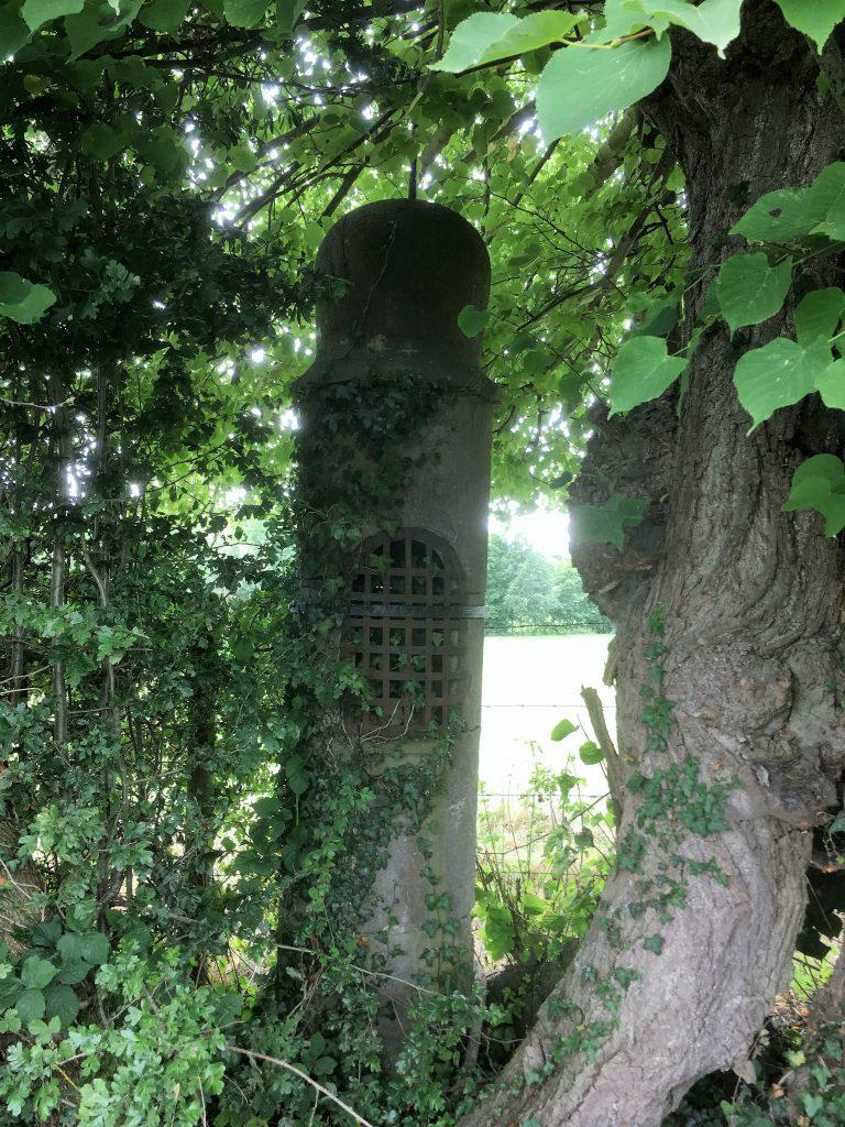 Oratoire N.D de Bon Secours et Ste Restitute. Route de Prisches