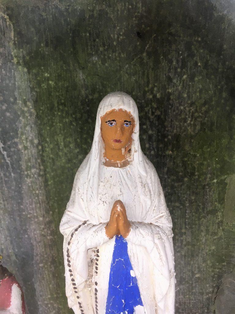 Niche de l'oratoire Ste Restitude et Ste Philomène