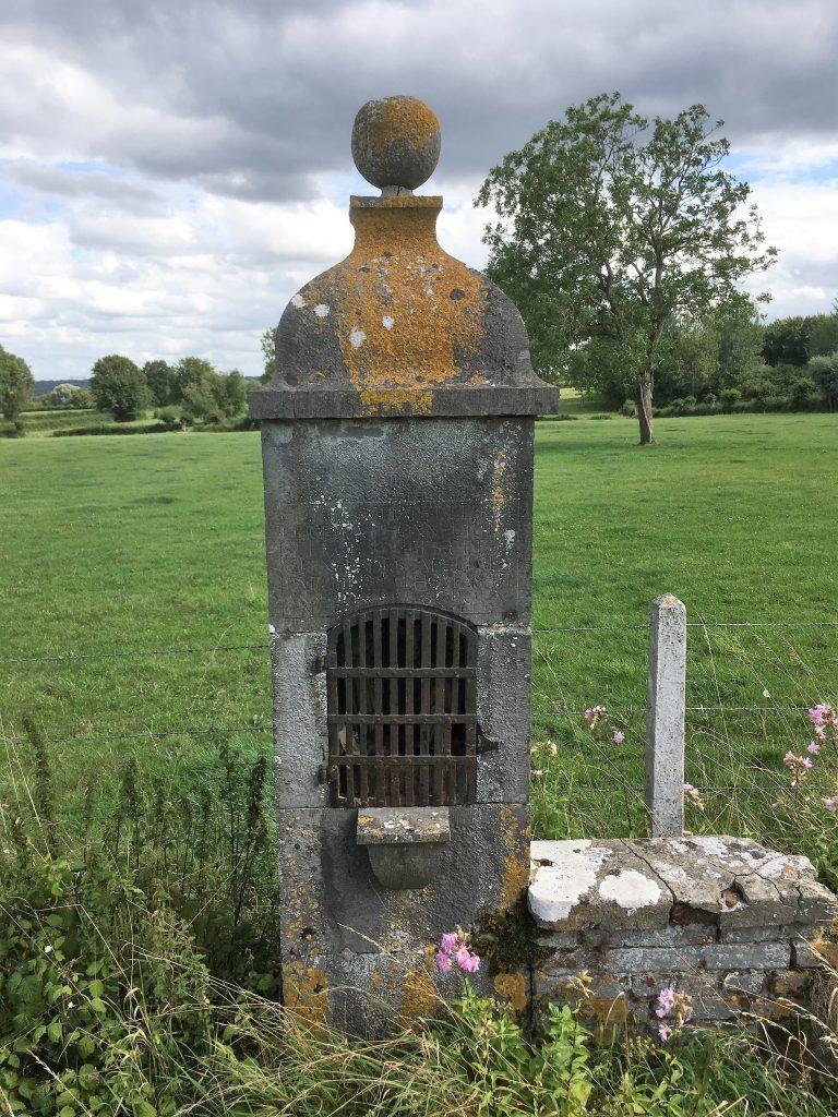 Oratoire St Eloi, Ste Restitute et N.D des Affligés (1807). Route de Beaurepaire