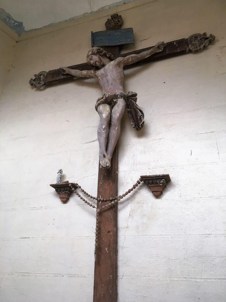 Croix du Christ au dessus de l'Autel