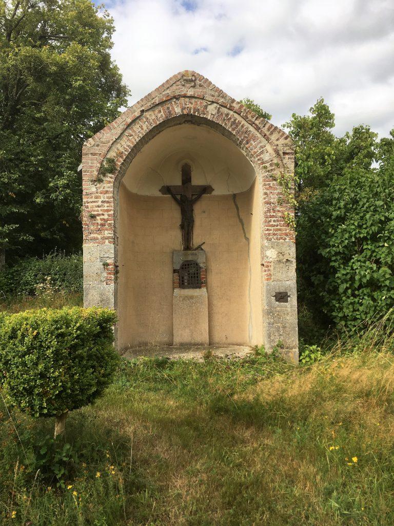 L'oratoire St Ghislain à l'intérieur du calvaire (1732). Route de Boulogne