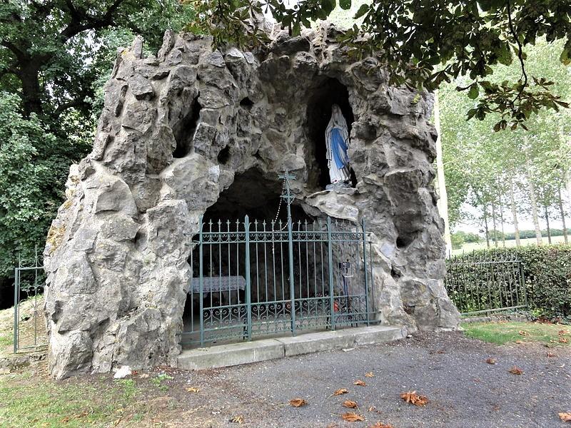 Grotte de Lourdes (1892). Rue du Huit Mai 1945