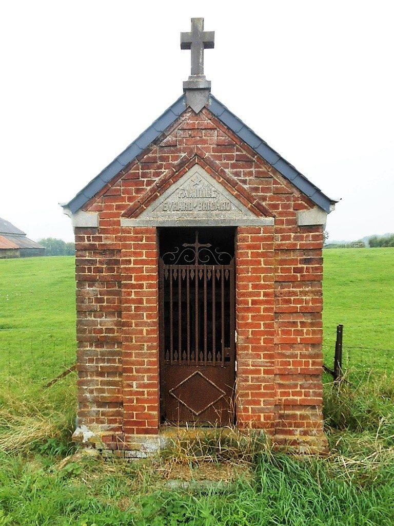 chapelle funéraire de la Famille Evrard-Bricard. RN2