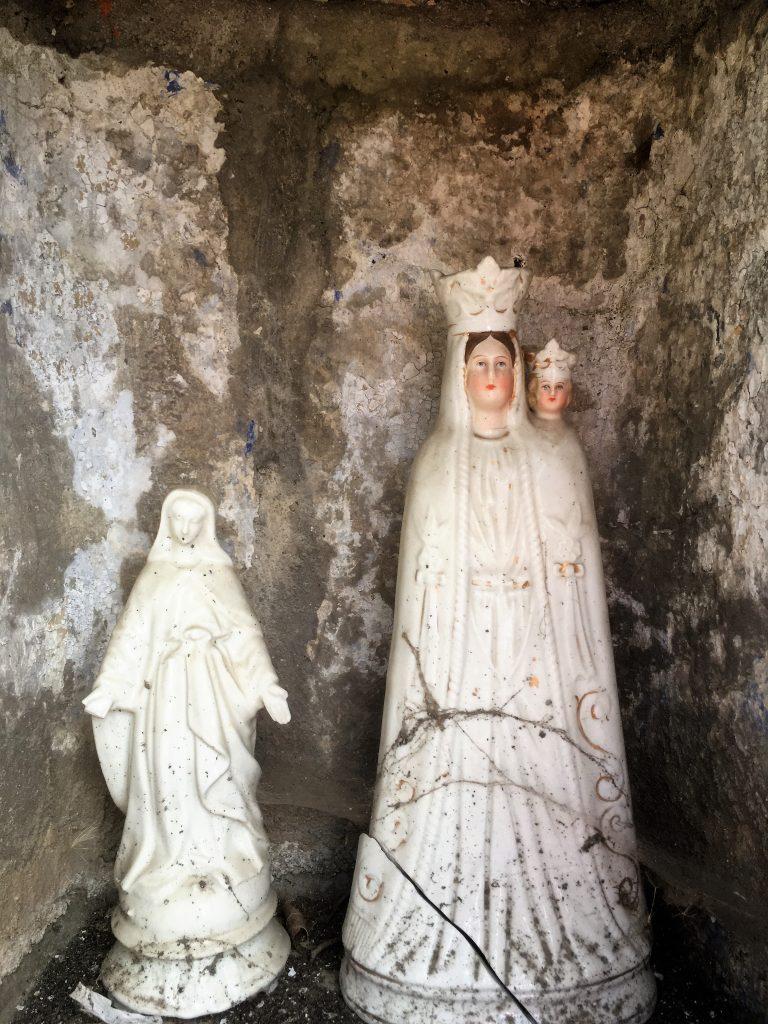 Statuettes dans la niche de l'oratoire St Liénard et N.D de Messine