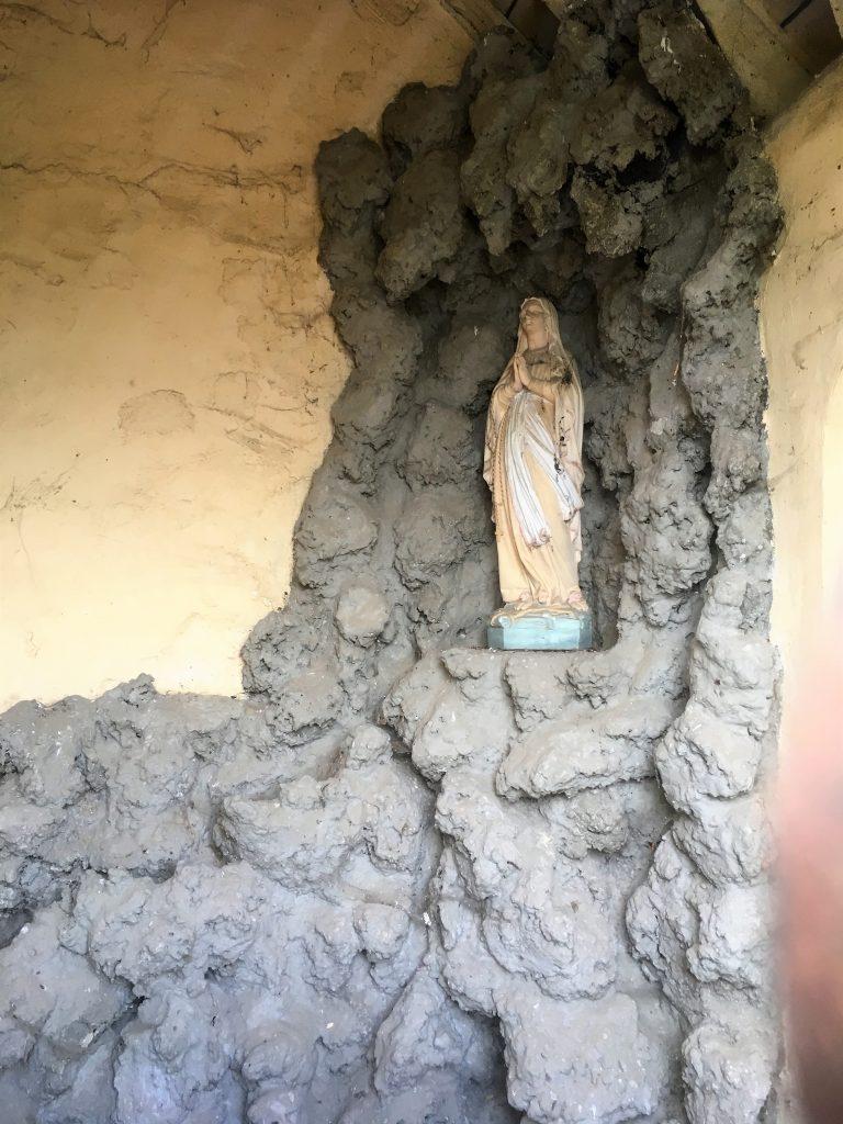 Intérieur de la chapelle N. D de Lourdes