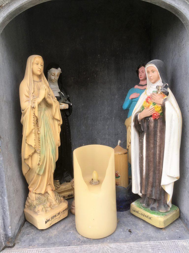 Niche avec les quatre saints invoqués.