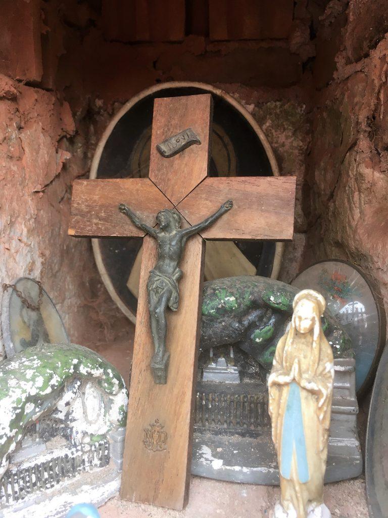Niche avec la Croix du Christ