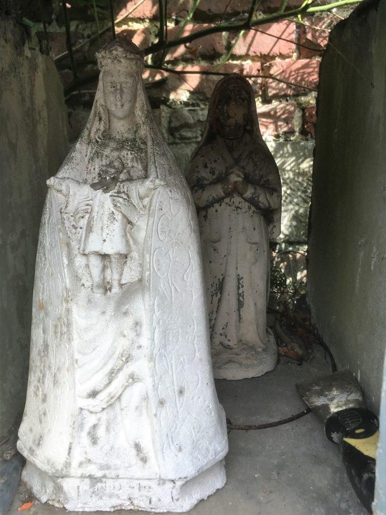 Niche et statuette