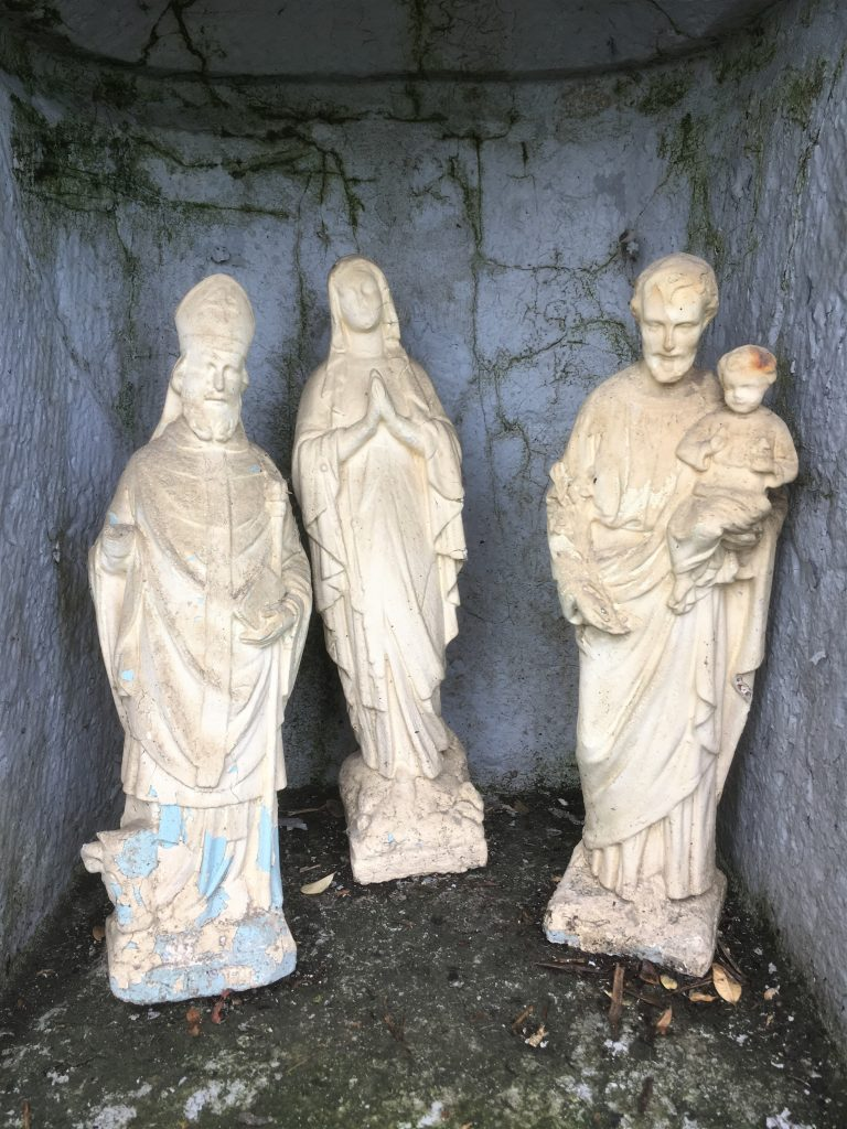 Niche avec St Etienne, N.D de Walcourt et St Liénard