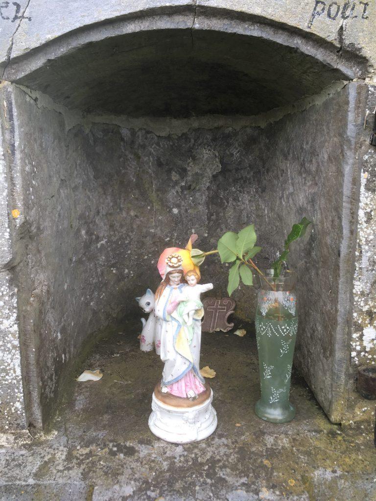 Niche de l'oratoire St Liénard, St Druon et N.D des Affligés.