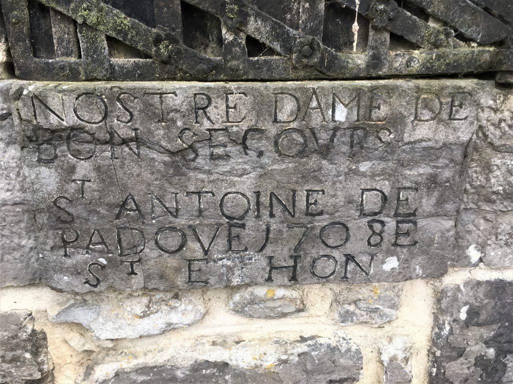 Dédicace de l'oratoire le plus ancien de la commune. St Etthon semble avoir été ajouté