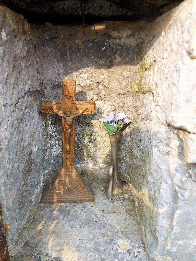 Niche de l'oratoire N.D de Brouffe et Jésus