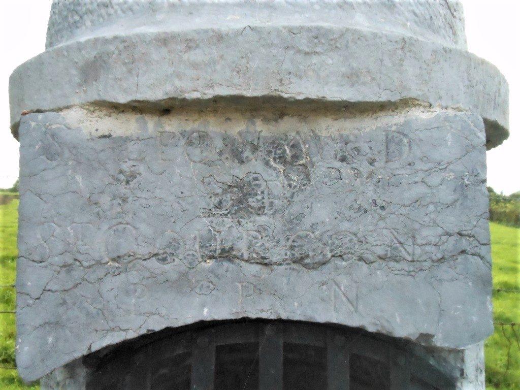 Dédicace au dessus de la niche