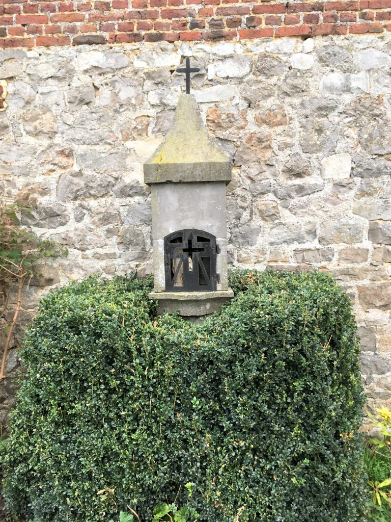 Oratoire Dieu et N.D de Bon Secours. Route d'Avesnes