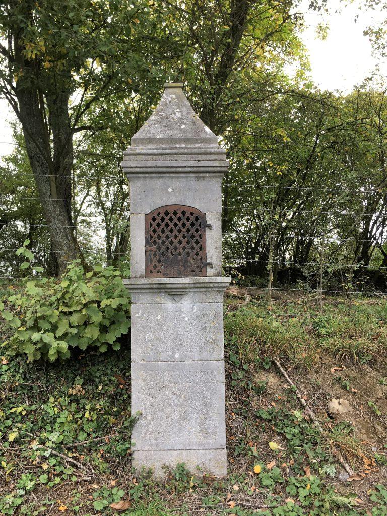 Oratoire St Pierre et St Charles (1854). Route de Cartignies