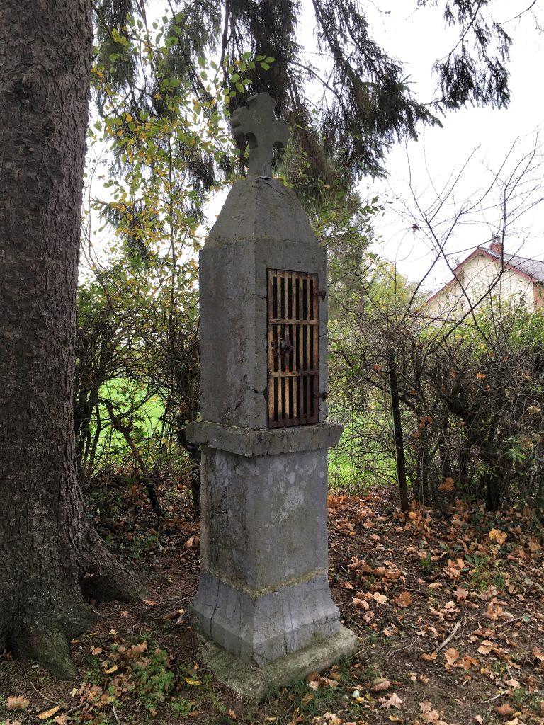 Oratoire à la droite du calvaire. Rue Léo Lagrange / Chemin du Rambucamp