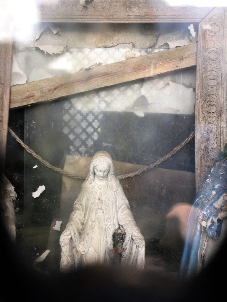 Intérieur de la niche de l'oratoire St Méen